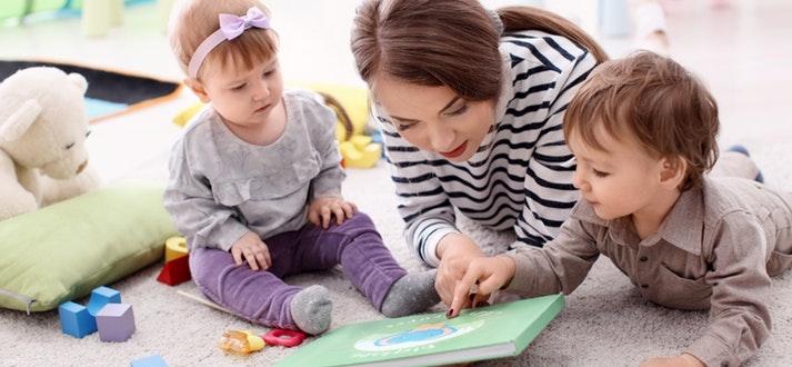 une babysitter de confiance
